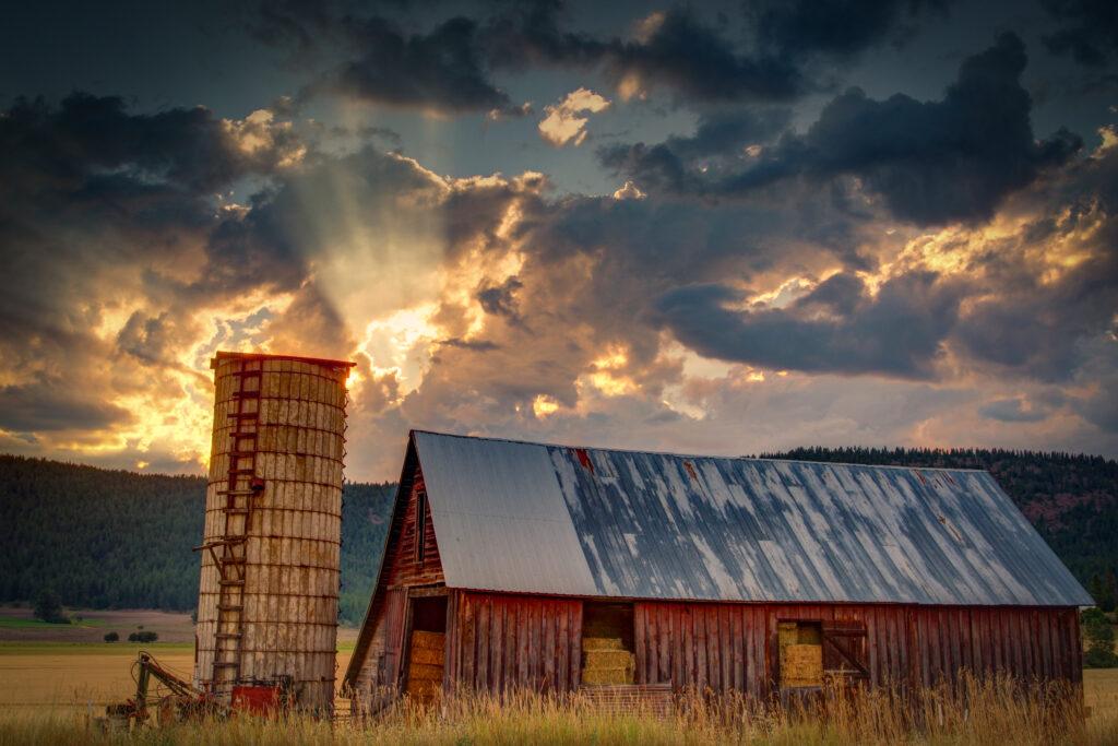 Fall Barn in the Spokane Country